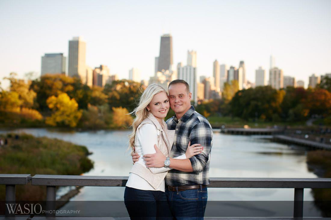 02_Chicago-Fall-Engagement_Chicago-skyline_O3A1639 Chicago Fall Engagement Photos - Agnes + Ryan