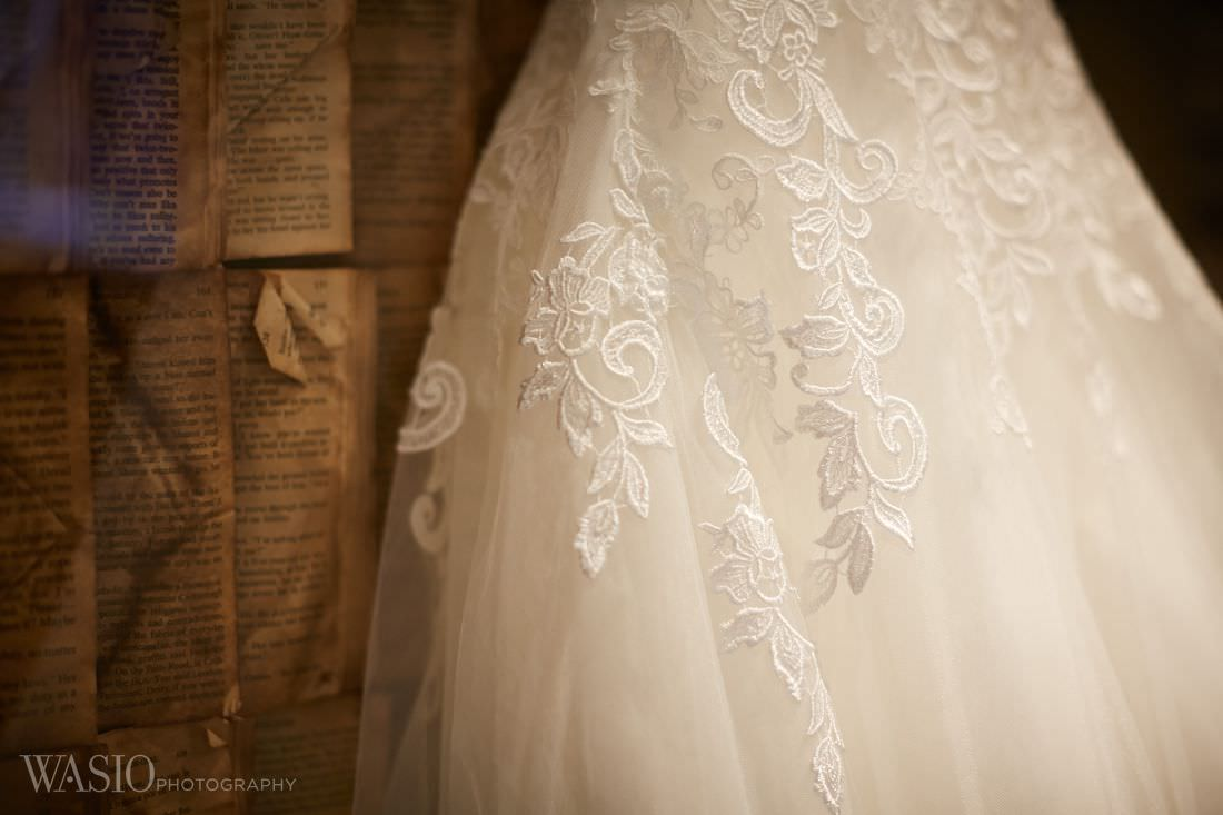 04-classy-wedding-gown-chicago-photographer The Estate by Gene and Georgetti Wedding - Agnes and Ryan