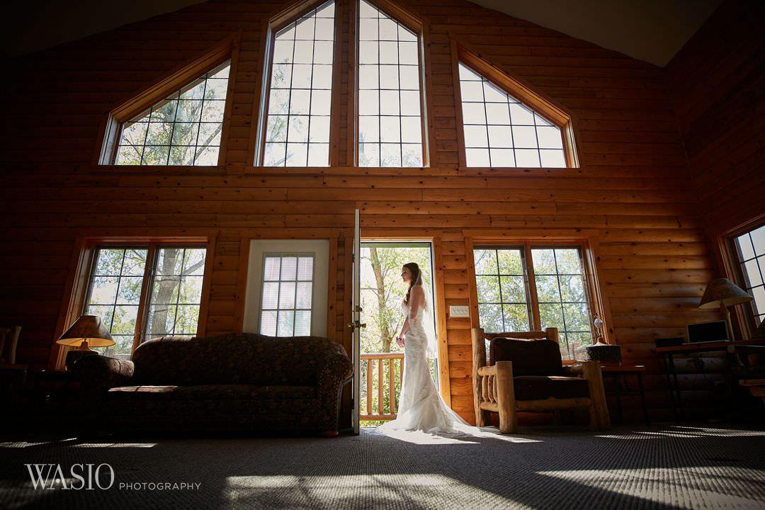 06-chicago-utica-bride-wedding-portrait Starved Rock Ottawa Utica Wedding - Emily & Nathan
