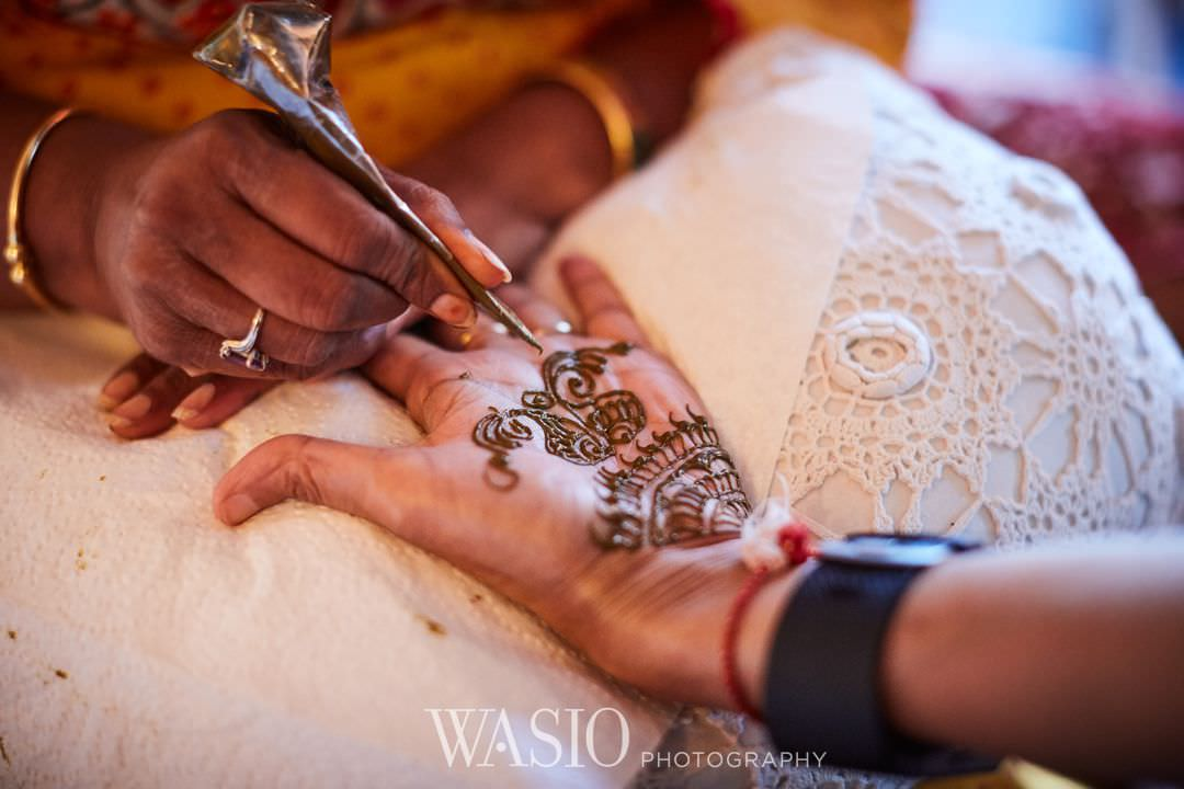 08-Indian-wedding-chicago-rosemont-henna-preparation Indian Wedding at Rosemont Convention Center - Arya and Arpit
