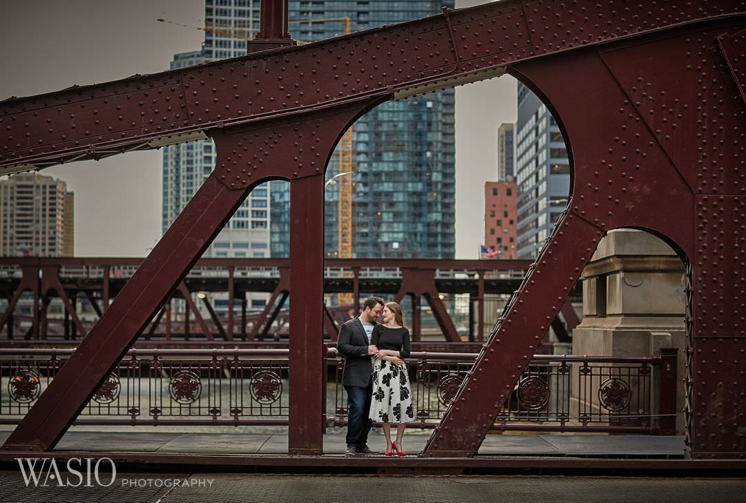 09-Chicago-engagement-bridges-lasalle-street Spring Engagement session - Stephanie + Zach
