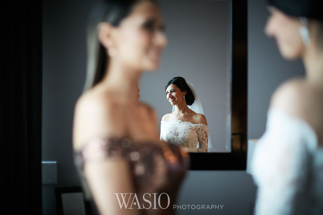 10-chicago-trump-tower-wedding-river-bride-portrait Chicago River Roast Wedding - Joanna + Mateusz