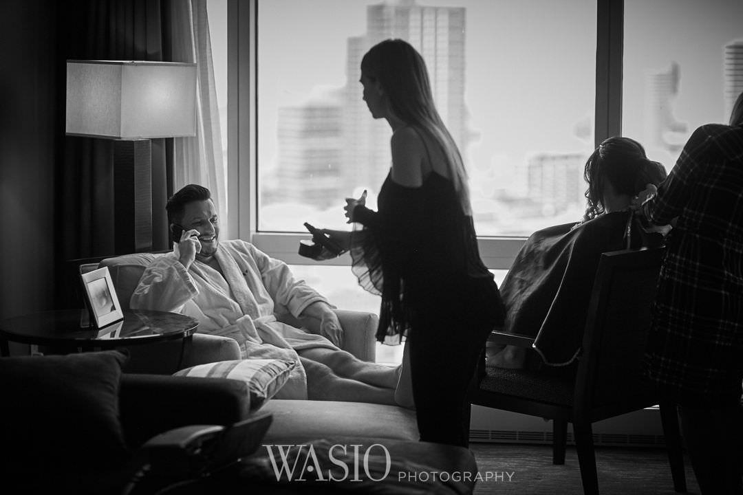 11-chicago-trump-tower-wedding-river-groom-preparation Chicago River Roast Wedding - Joanna + Mateusz