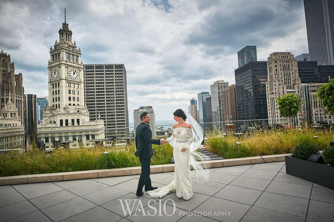 16-chicago-trump-tower-wedding-river-terrace-bride Chicago River Roast Wedding - Joanna + Mateusz