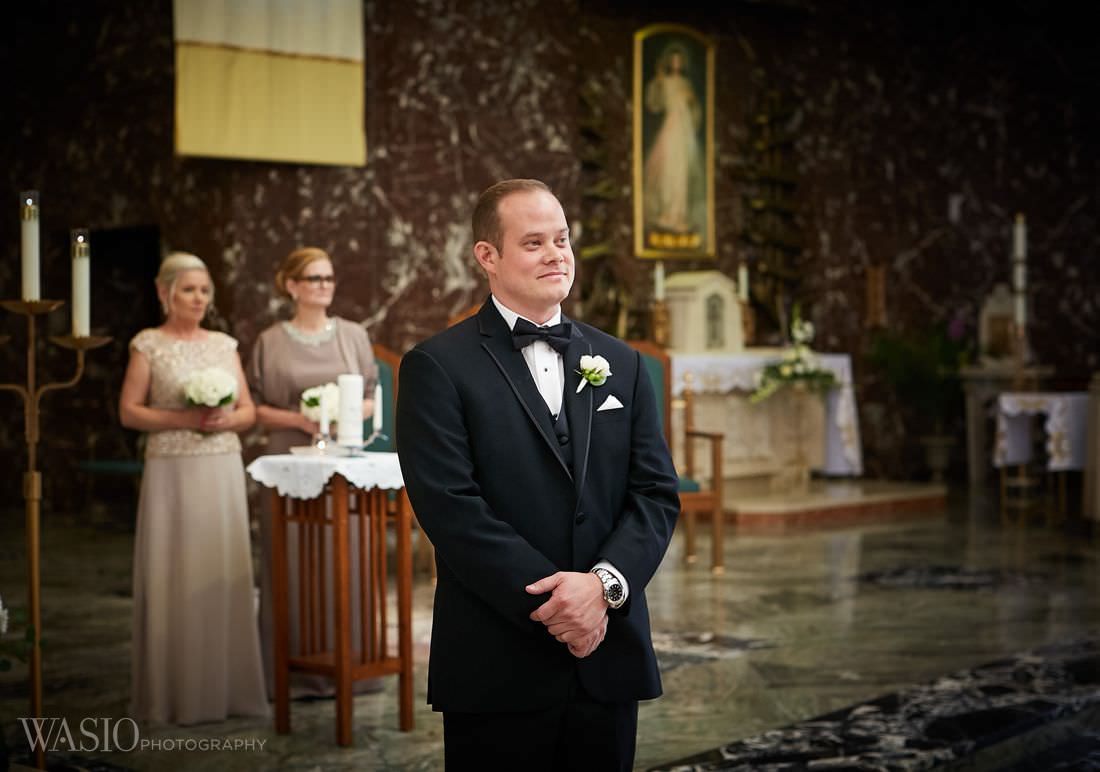 16-groom-bride-waliking-down-the-isle-wedding-chicago The Estate by Gene and Georgetti Wedding - Agnes and Ryan
