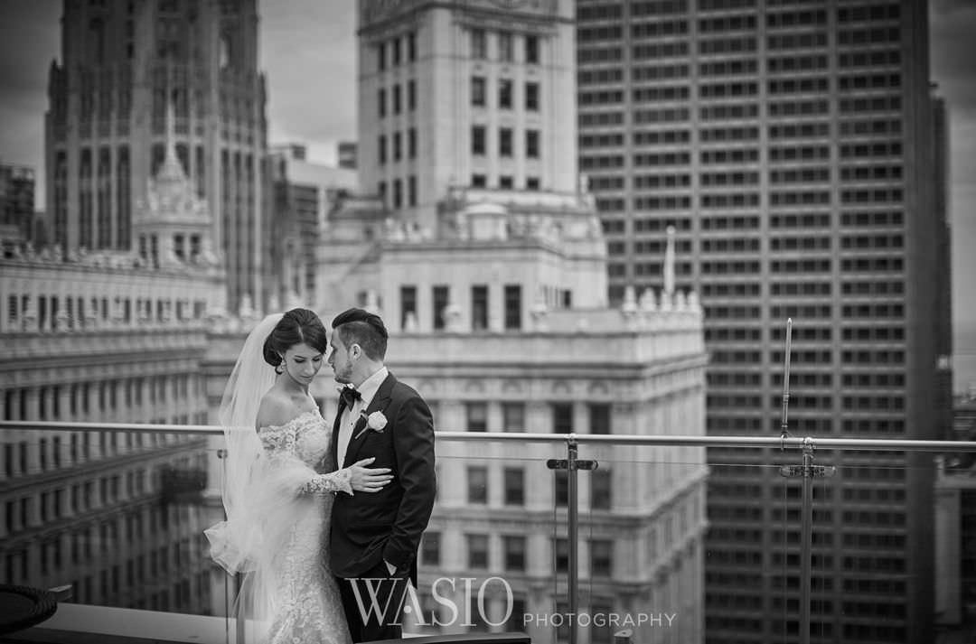 18-chicago-trump-tower-wedding-river-in-love-skyline Chicago River Roast Wedding - Joanna + Mateusz