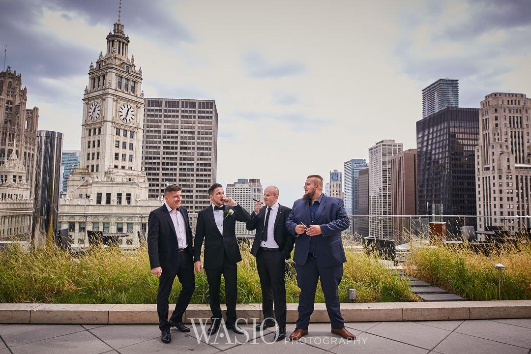22-chicago-trump-tower-wedding-river-groomsmen Chicago River Roast Wedding - Joanna + Mateusz