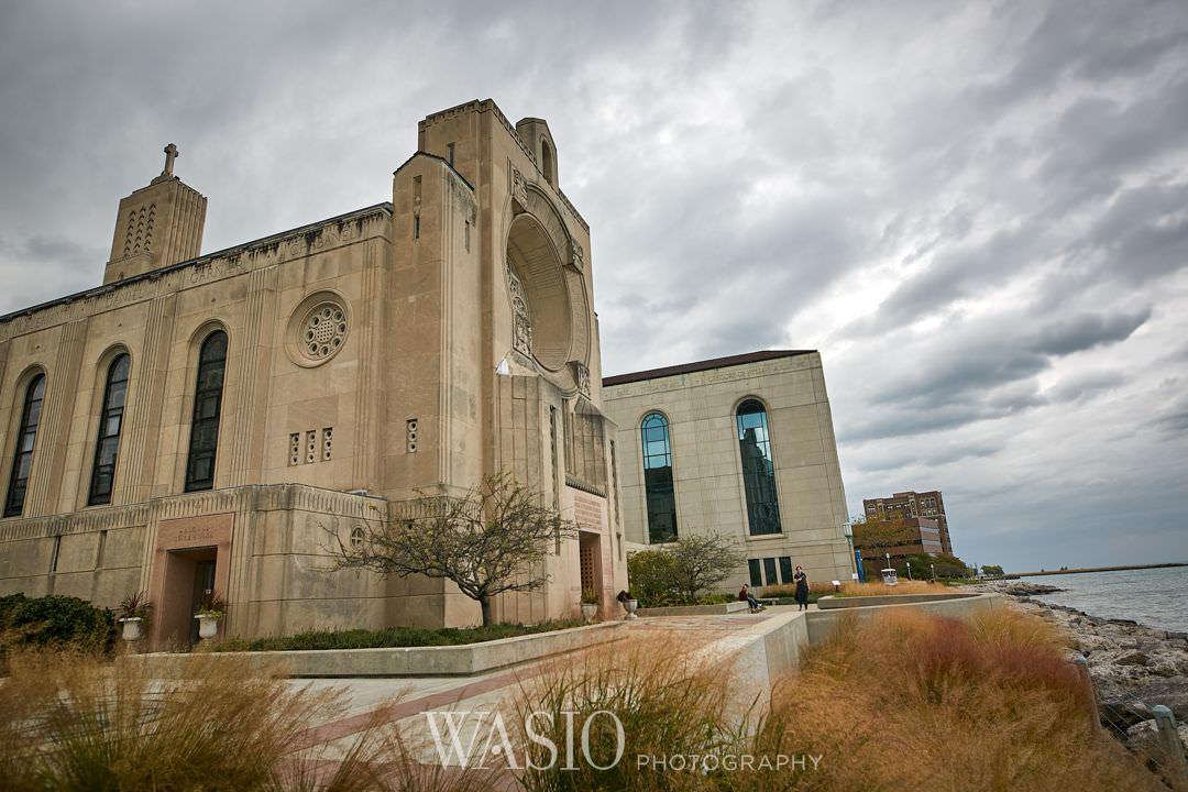 24-chicago-trump-tower-wedding-river-loyola-church Chicago River Roast Wedding - Joanna + Mateusz