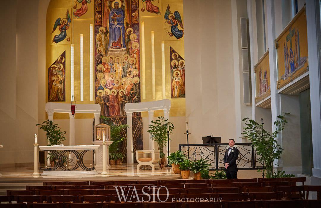 26-chicago-trump-tower-wedding-river-loyola-church-groom Chicago River Roast Wedding - Joanna + Mateusz