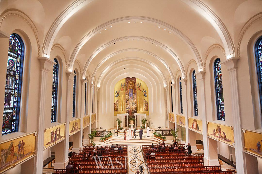 27-chicago-trump-tower-wedding-river-loyola-church Chicago River Roast Wedding - Joanna + Mateusz