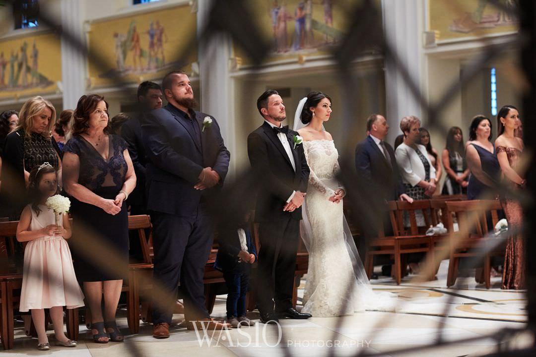 28-chicago-trump-tower-wedding-river-loyola-church Chicago River Roast Wedding - Joanna + Mateusz