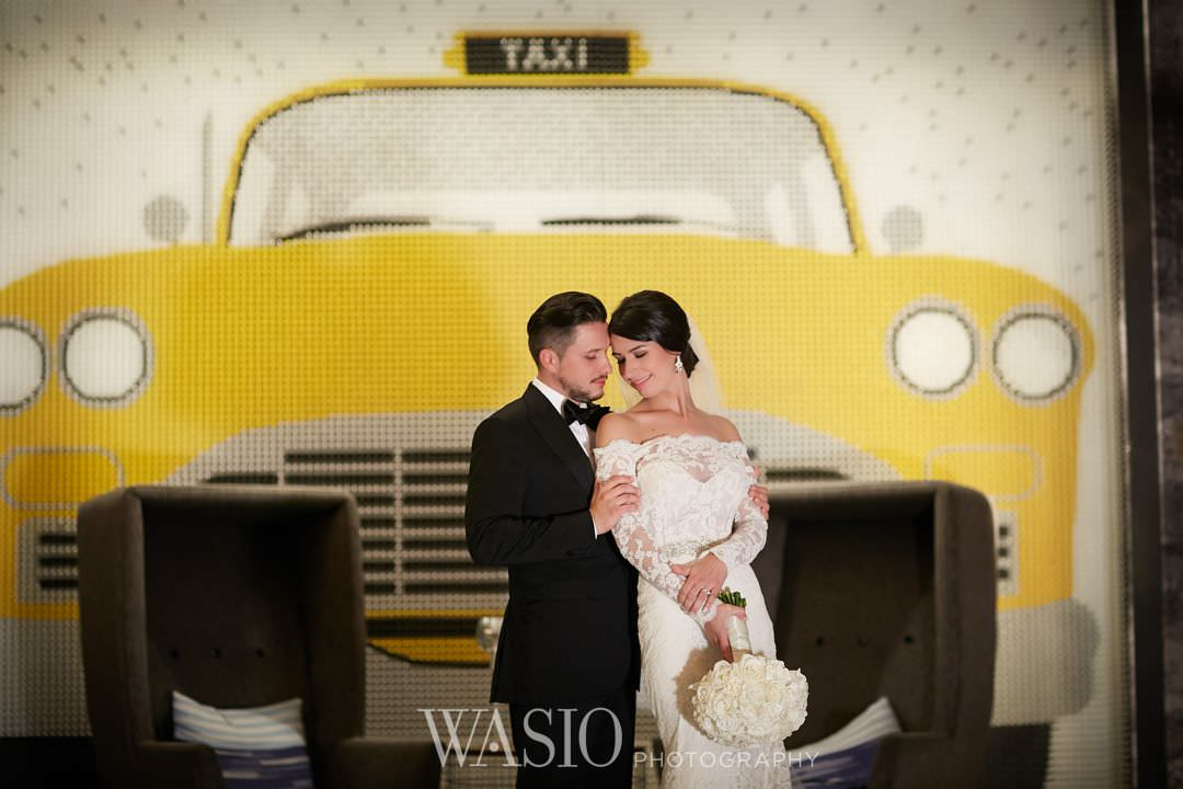 33-chicago-trump-tower-wedding-river-renaissance-hotel-bride Chicago River Roast Wedding - Joanna + Mateusz
