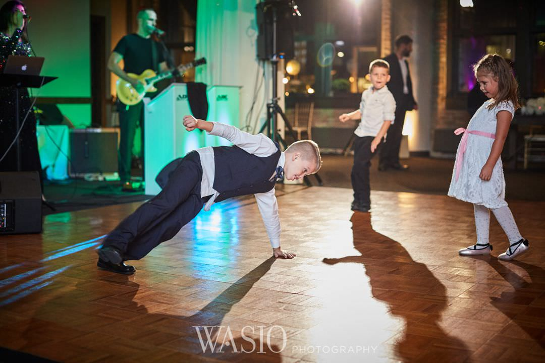 48-chicago-trump-tower-wedding-river-party-river-roast Chicago River Roast Wedding - Joanna + Mateusz