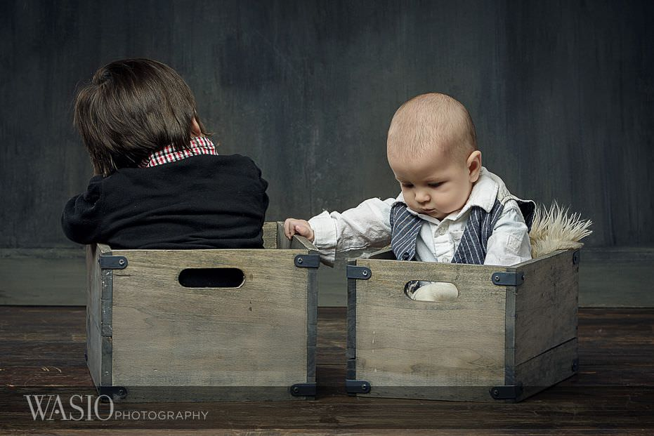 6-month-photo-shoot-ideas-brothers-baskets-3 6 Month Photo Shoot Ideas - Benjamin