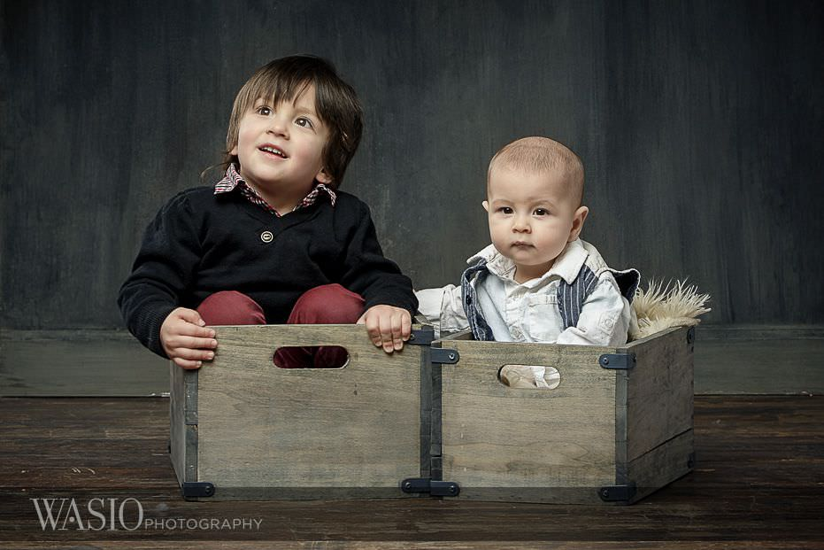 6-month-photo-shoot-ideas-serious-fun-face-baskets-rustic-5 6 Month Photo Shoot Ideas - Benjamin