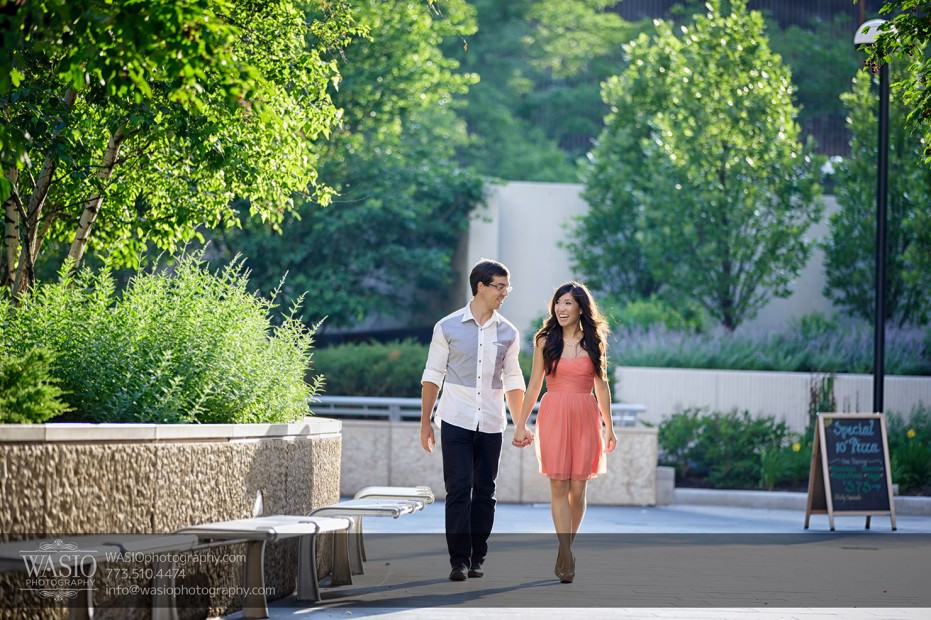 Chicago-Destination-Engagement-hand-holding-nature-walking-116-931x620 Chicago Destination Engagement - Mai + PJ