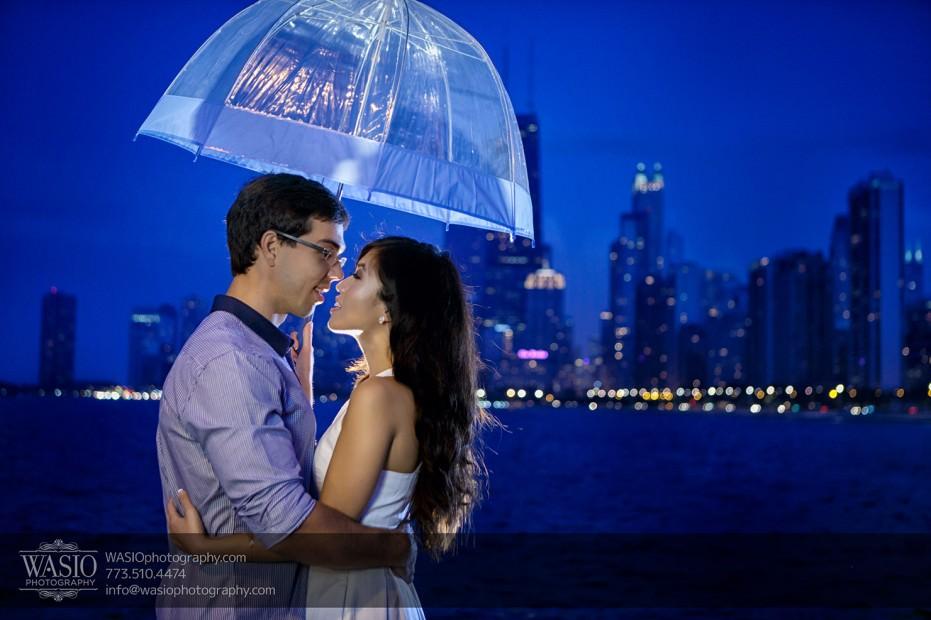 Chicago-Destination-Engagement-skyline-sunset-umbrella-122-931x620 Chicago Destination Engagement - Mai + PJ
