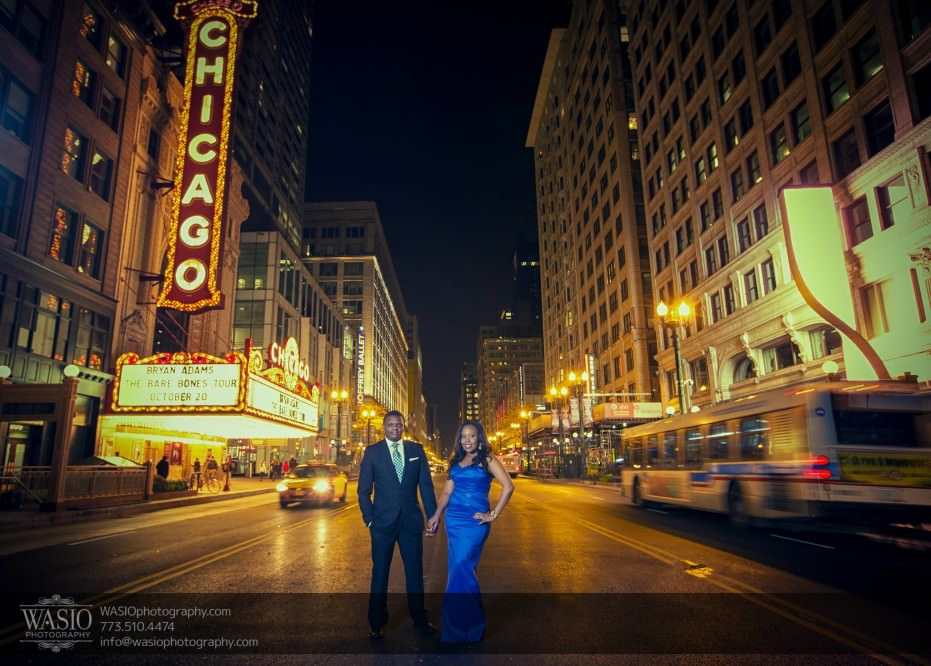 Chicago-Engagement-Pictures-Chicago-theater-_66-931x666 Chicago Engagement Pictures - Laura + James