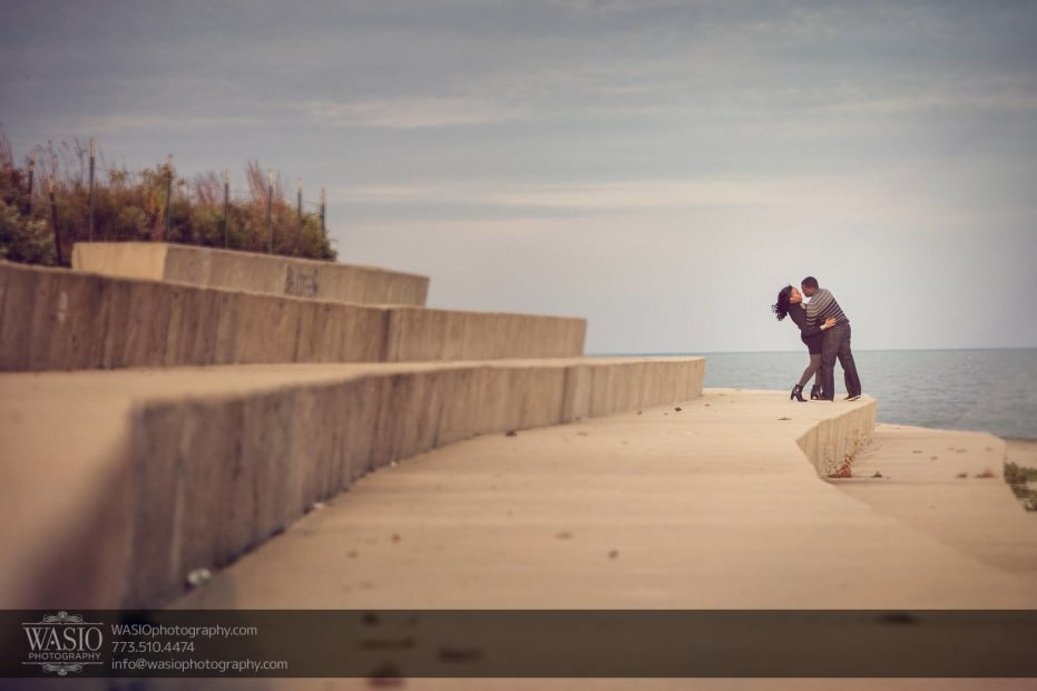 Chicago-Engagement-Pictures-romantic-dip-kiss_71-931x620 Chicago Engagement Pictures - Laura + James
