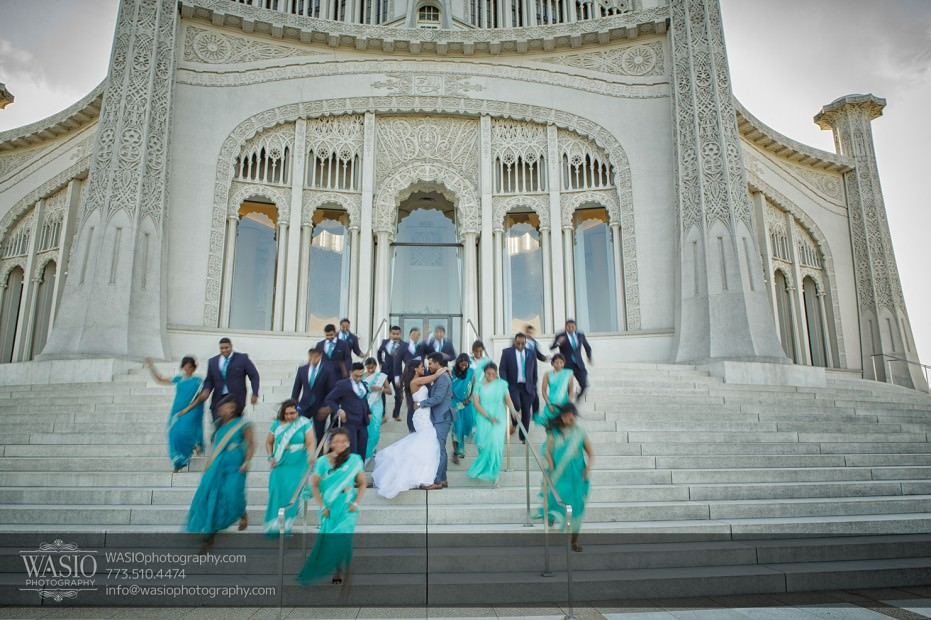 Chicago-Indian-wedding-photographer-group-photo-bridal-party-bahai-temple-romantic-kiss-fun-running-025-931x620 Chicago Indian Wedding  - Cheryl + Brian