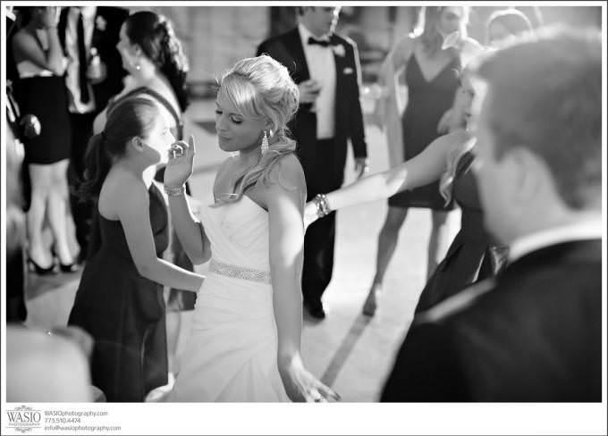 Chicago-Wedding-Photographer-fun-wedding-reception-dance-Shedd-Aquarium-680x488 Shedd Aquarium Wedding & Grant Park's Tiffany Garden - Julie & Caleb