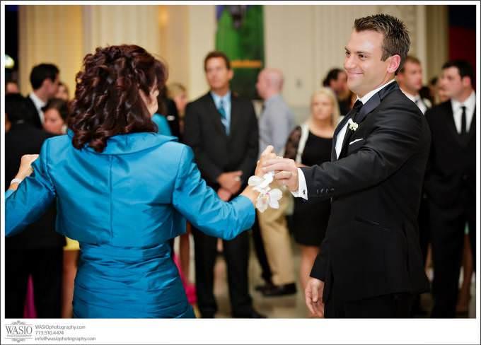 Chicago-Wedding-Photographer-groom-mother-dance-Shedd-photo-journalistic-680x488 Shedd Aquarium Wedding & Grant Park's Tiffany Garden - Julie & Caleb