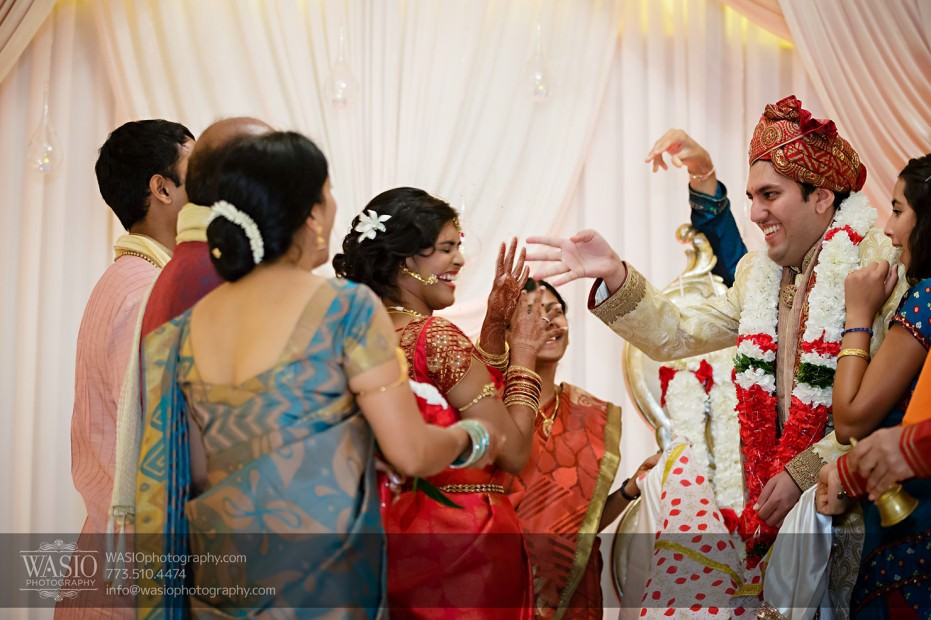 Chicago-Wedding-Photography-South-Asian-Indian-Wedding-0196-931x620 South Asian Indian Wedding at JW Marriott - Shreya + Monil