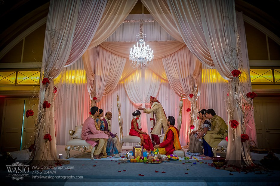 Chicago-Wedding-Photography-South-Asian-Indian-Wedding-0204-931x620 South Asian Indian Wedding at JW Marriott - Shreya + Monil