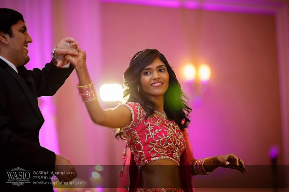Chicago-Wedding-Photography-South-Asian-Indian-Wedding-0254-first-dance-bride-groom-jw-marriott-931x620 South Asian Indian Wedding at JW Marriott - Shreya + Monil