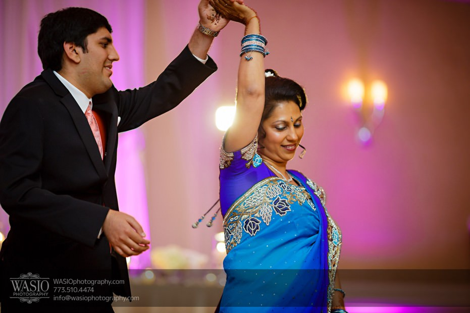Chicago-Wedding-Photography-South-Asian-Indian-Wedding-0257mother-of-the-groom-dance-jw-marriott-931x620 South Asian Indian Wedding at JW Marriott - Shreya + Monil