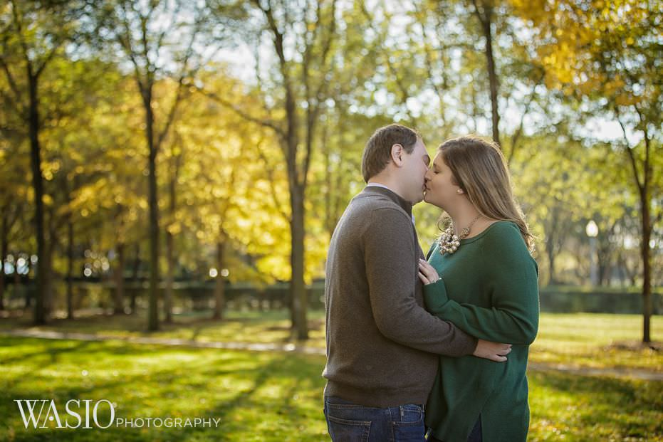 Chicago-engagement-photo-ideas-outdoor-fall-session-leaves-passion-kiss-25 Chicago Engagement - Allie + John