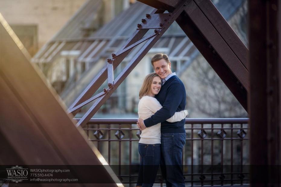 Chicago-engagement-photography-bridge-hug_88-931x620 Chicago engagement photography - Jennifer + Steve