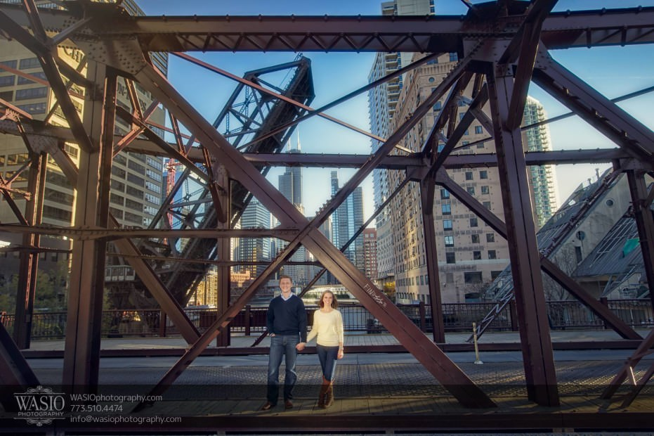 Chicago-engagement-photography-bridge-river-skyline_90-931x620 Chicago engagement photography - Jennifer + Steve