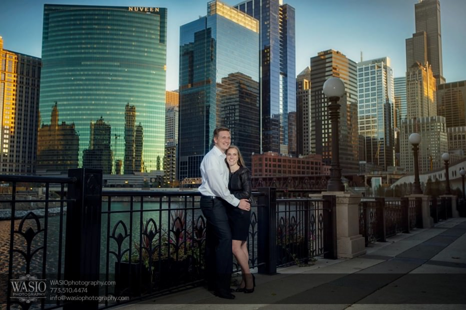 Chicago-engagement-photography-perfect-hug-skyline_95-931x620 Chicago engagement photography - Jennifer + Steve