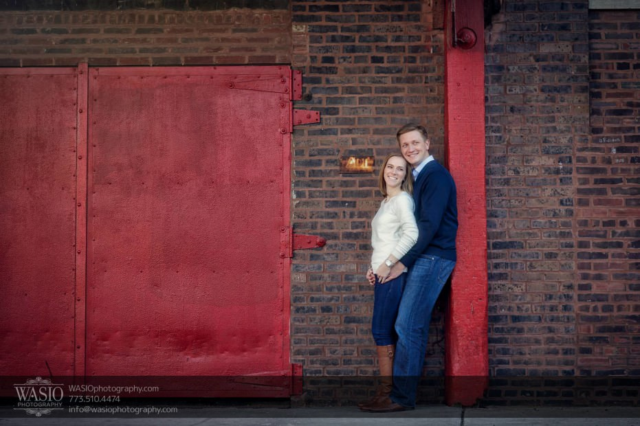 Chicago-engagement-photography-urban-red-doors-intimate_91-931x620 Chicago engagement photography - Jennifer + Steve