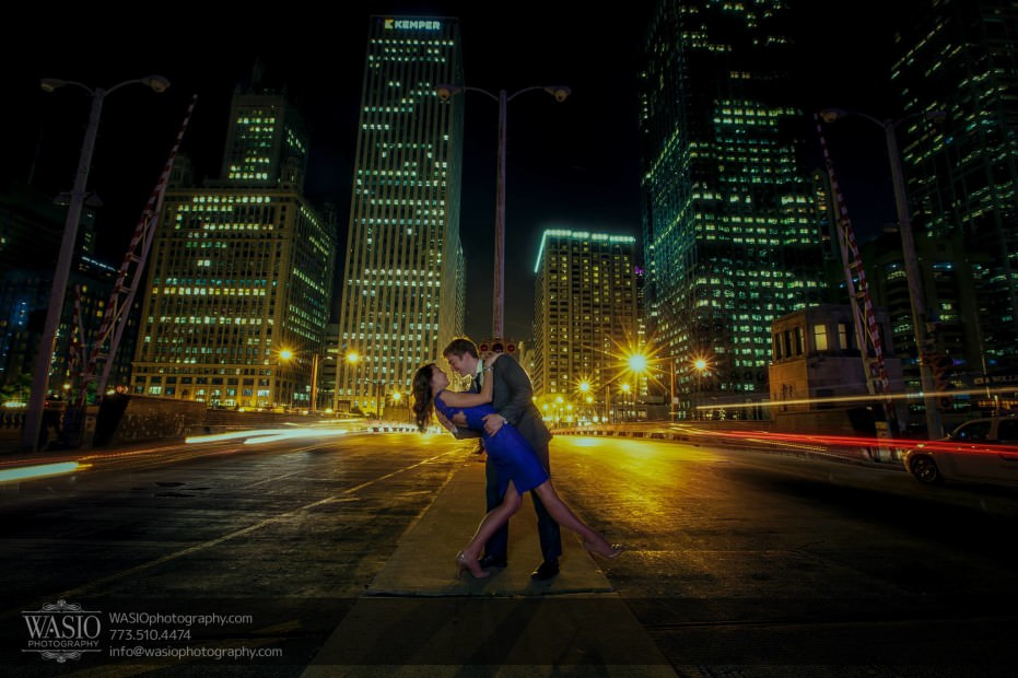 Chicago-engagement-photos-epic-dip-traffic-Chicago-theater_66-931x620 Chicago engagement photos - Catherine + Rob