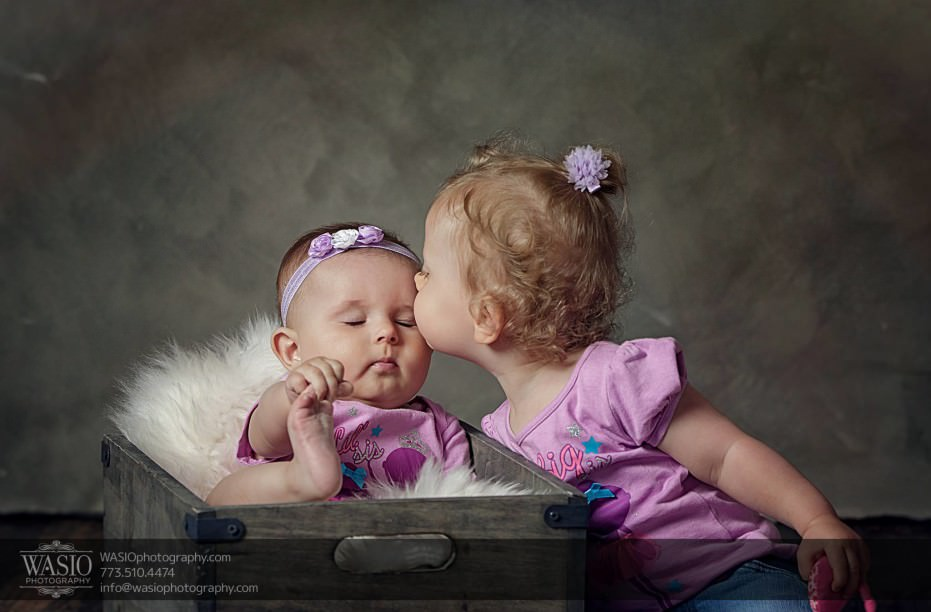 Chicago-family-photography-cute-kiss-sisterly-love-studio-photos-065-931x612 Chicago Studio Family Photography