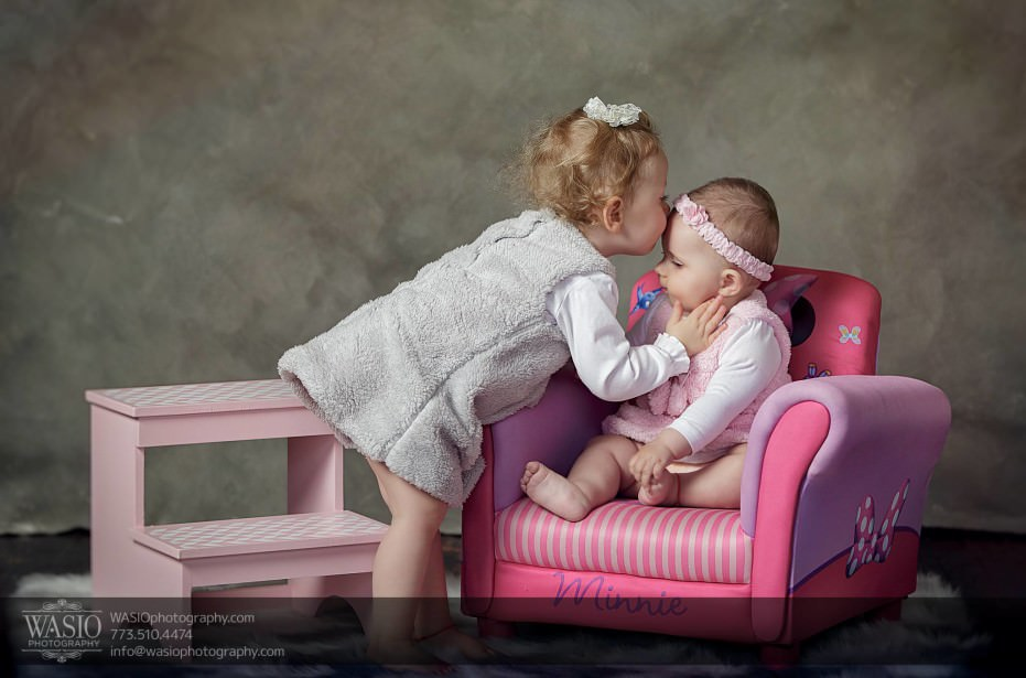Chicago-family-photography-kid-photos-kiss-pink-purple-069-931x615 Chicago Studio Family Photography