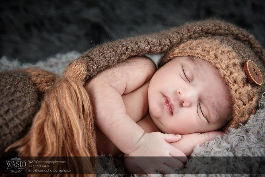 Chicago-newborn-photography-boy-sleeping-brown-outfit-matching-hat-7 Chicago Newborn Photography - Kayden