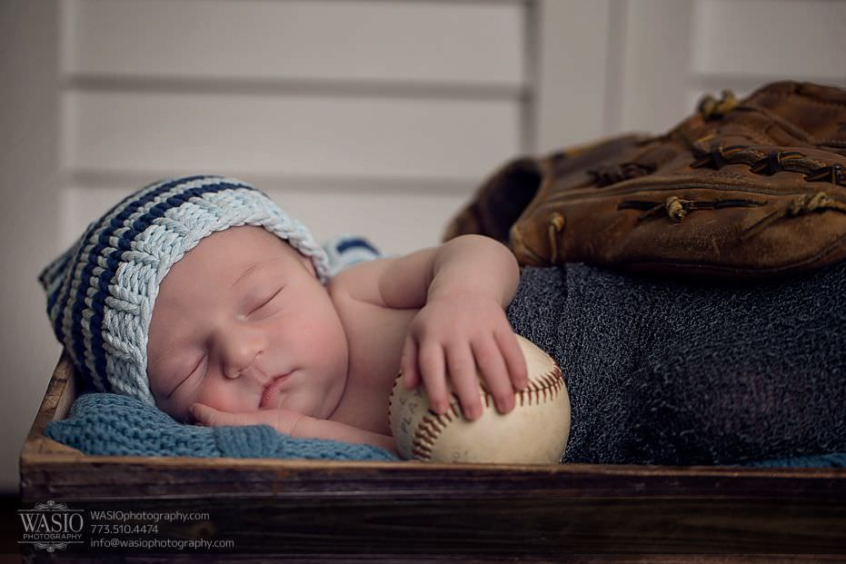 Chicago-newborn-photography-little-baseball-player-16 Chicago Newborn Photography - Edward