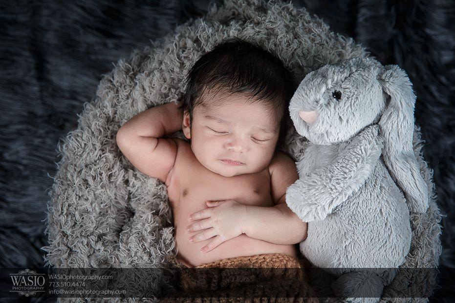 Chicago-newborn-photographycute-baby-boy-stuffed-animal-sleeping-calm-6 Chicago Newborn Photography - Kayden
