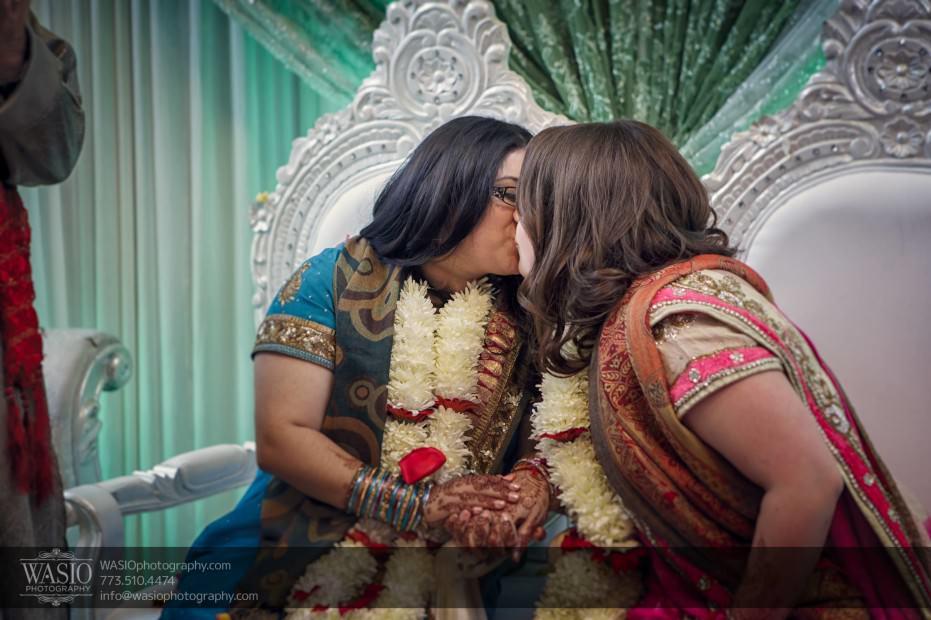 Chicago-same-sex-wedding-first-kiss_29-931x620 Chicago same sex wedding - Katherine + Mitali