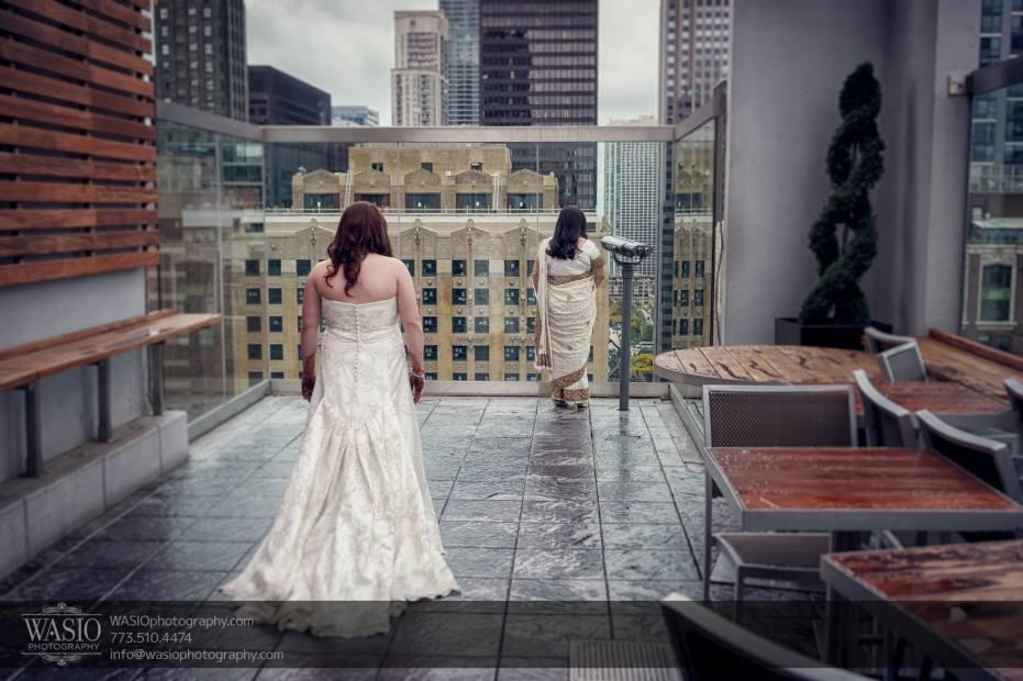 Chicago-same-sex-wedding-first-look-thewitt-hotel-roof-top-city_09-931x620 Chicago same sex wedding - Katherine + Mitali