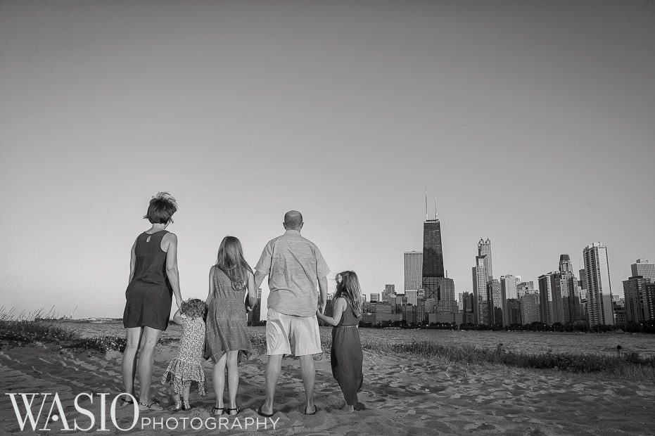 Chicago-sunset-family-photography-black-white-photo-skyline-original-epic-love-strength-happiness-3 Chicago Sunset Family Photography