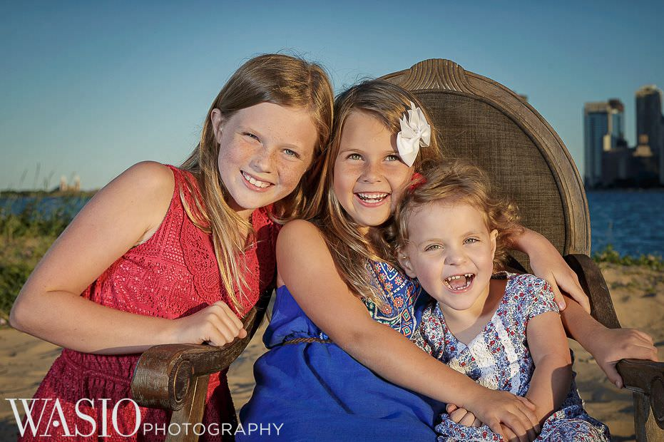 Chicago-sunset-family-photography-sisters-love-beautiful-happy-smiling-natural-outdoor-2 Chicago Sunset Family Photography