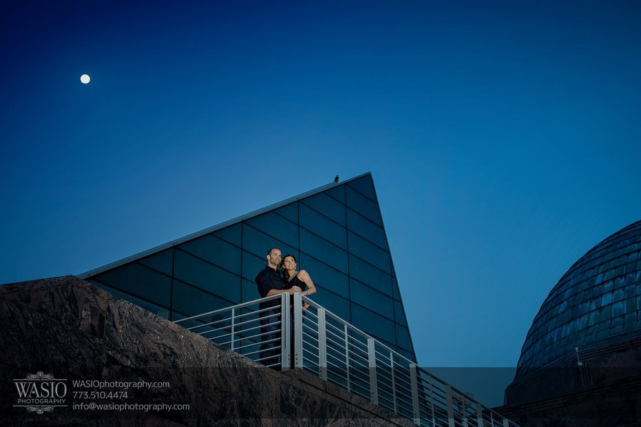 Chicago-wedding-engagement-photography-033-adler-planetarium-moon-artistic-931x620 Chicago Sunset Engagement - Lauren+Gianni