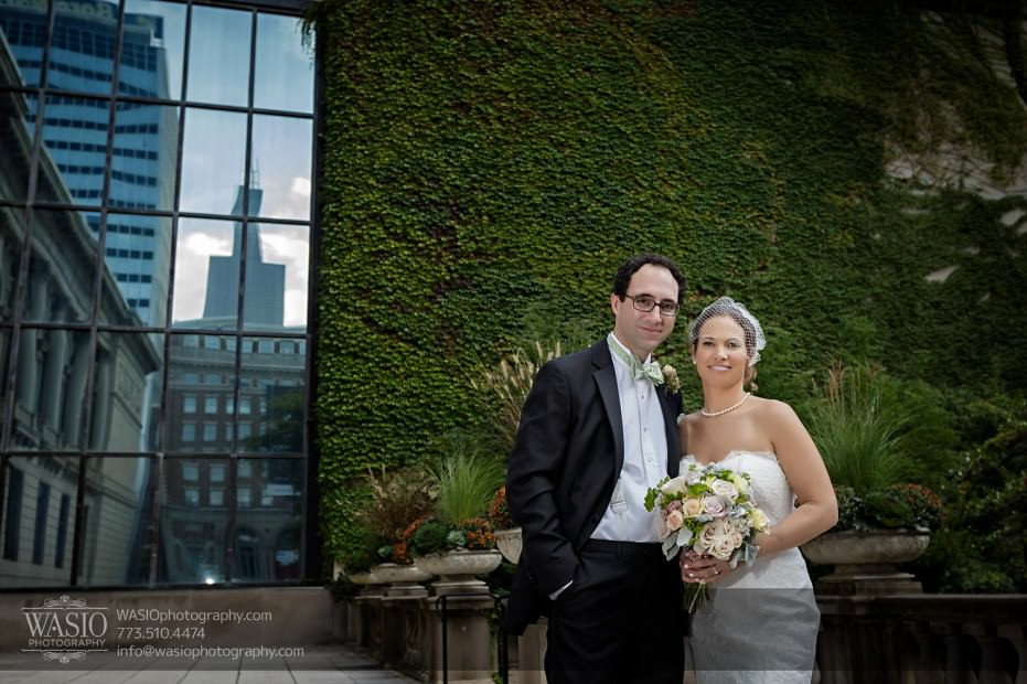 Chicago-wedding-photographer-jewish-allegro-hotel-077-art-institute-gardens-931x620 Chicago Jewish Wedding at Allegro Hotel - Jenny + Scott