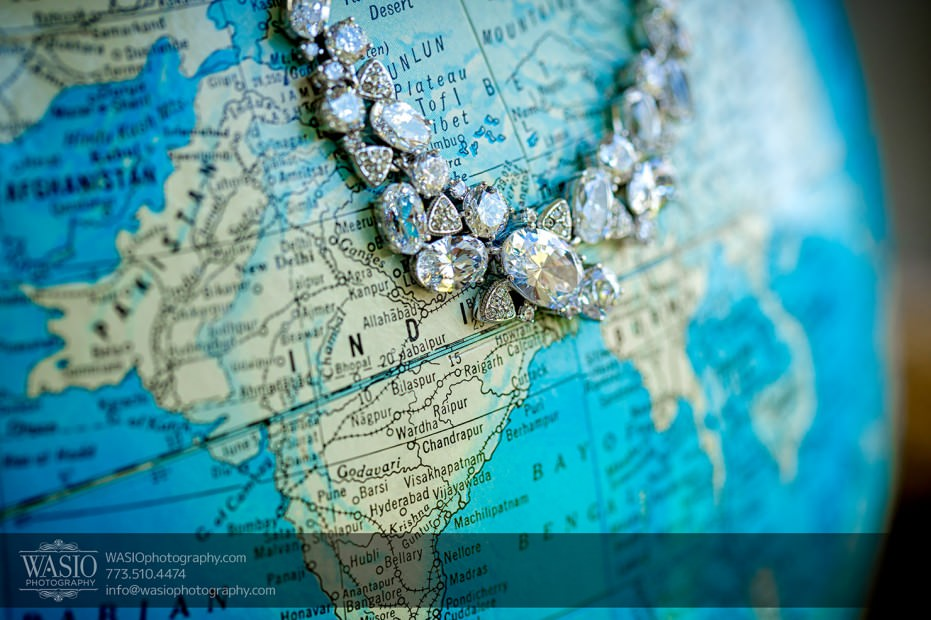 Chicago-wedding-photograpy-map-jewlery-neckalce-nadri-008-931x620 Chicago Indian Wedding  - Cheryl + Brian