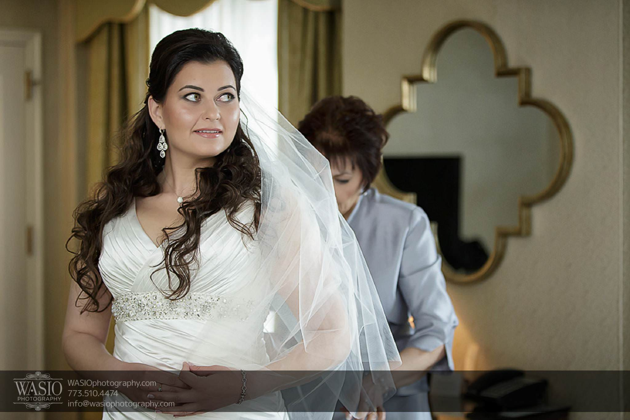 Chicago-wedding-photos-bride-mother-dressed-excited-046 Chicago Wedding Photos - Svetlana + Yuriy