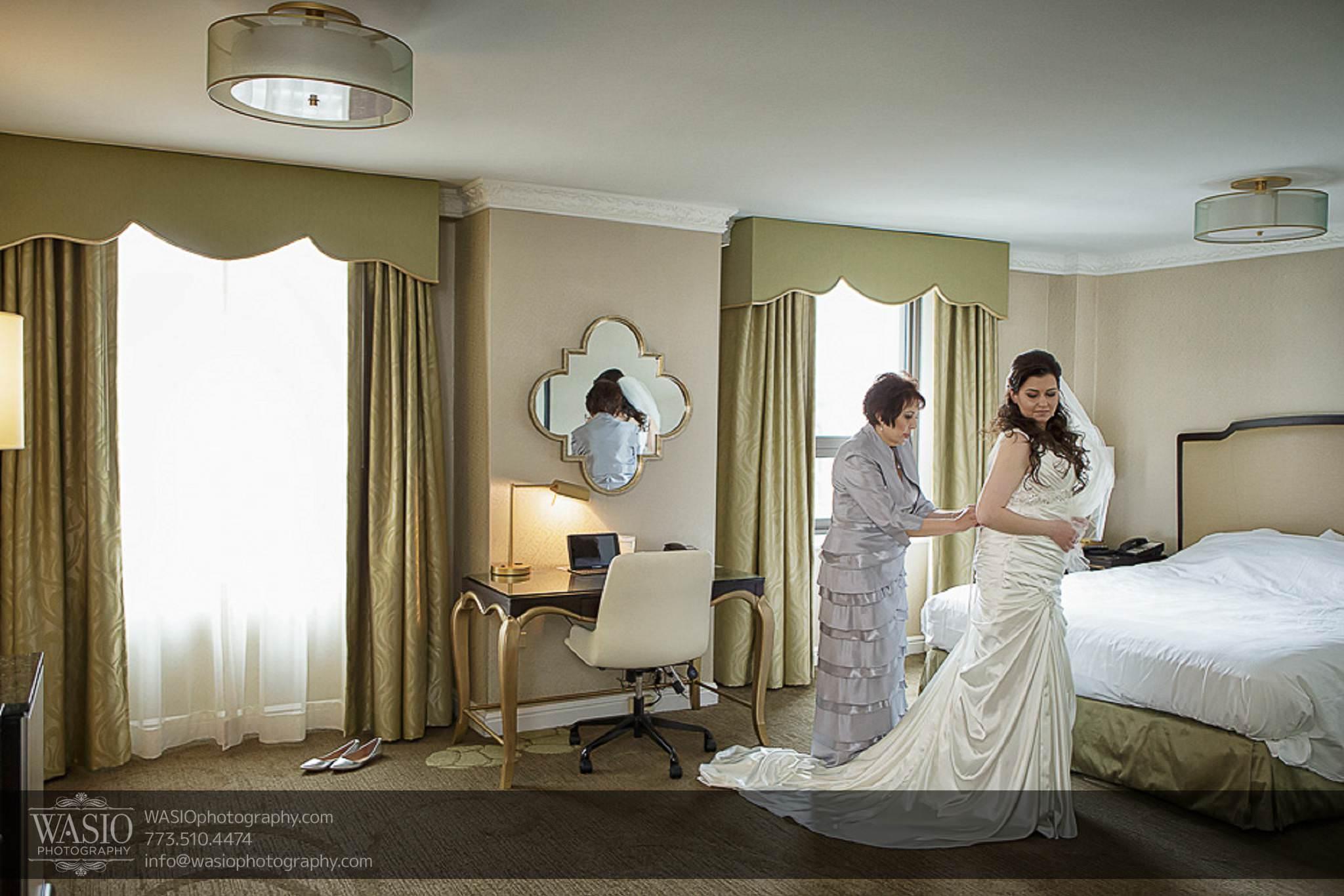 Chicago-wedding-photos-mother-of-bride-putting-on-dress-special-moment-palmer-hotel-045 Chicago Wedding Photos - Svetlana + Yuriy